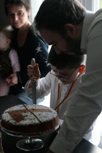 couper gâteau anniversaire