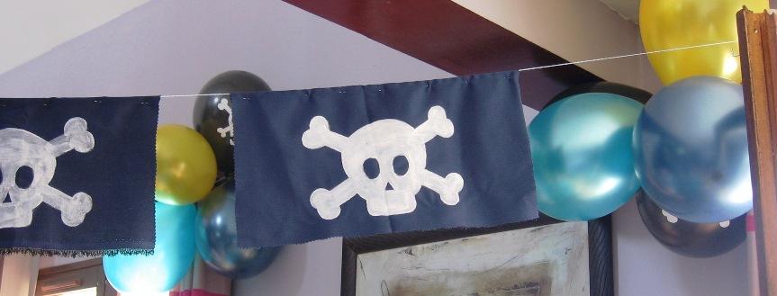 drapeaux têtes de mort anniversaire pirates