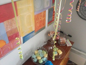 Anniversaire multicolore gourmand buffet