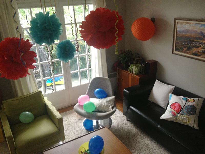 aAnniversaire multicolore gourmand déco DIY pompons et ballons