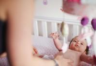 bébé gazouillant mobile suspendu