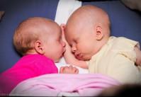 bébés jumeaux endormis