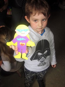 activité anniversaire super-héros en mousse