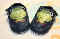 chaussons de bébé en cuir grenouille