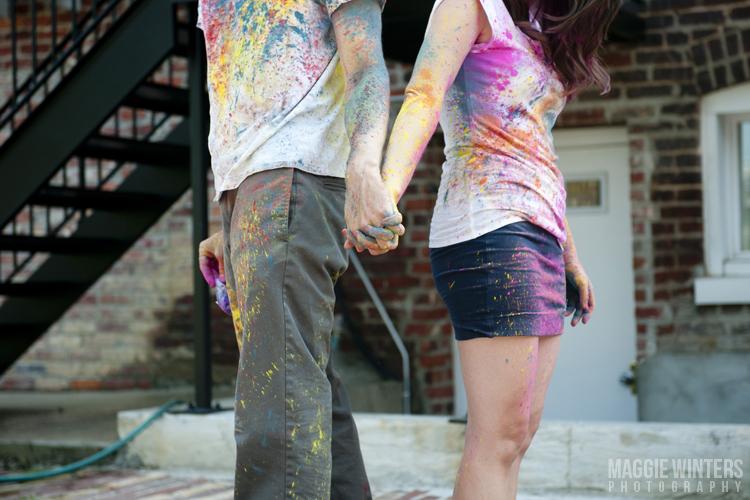 photo de couple éclaboussés à la peinture