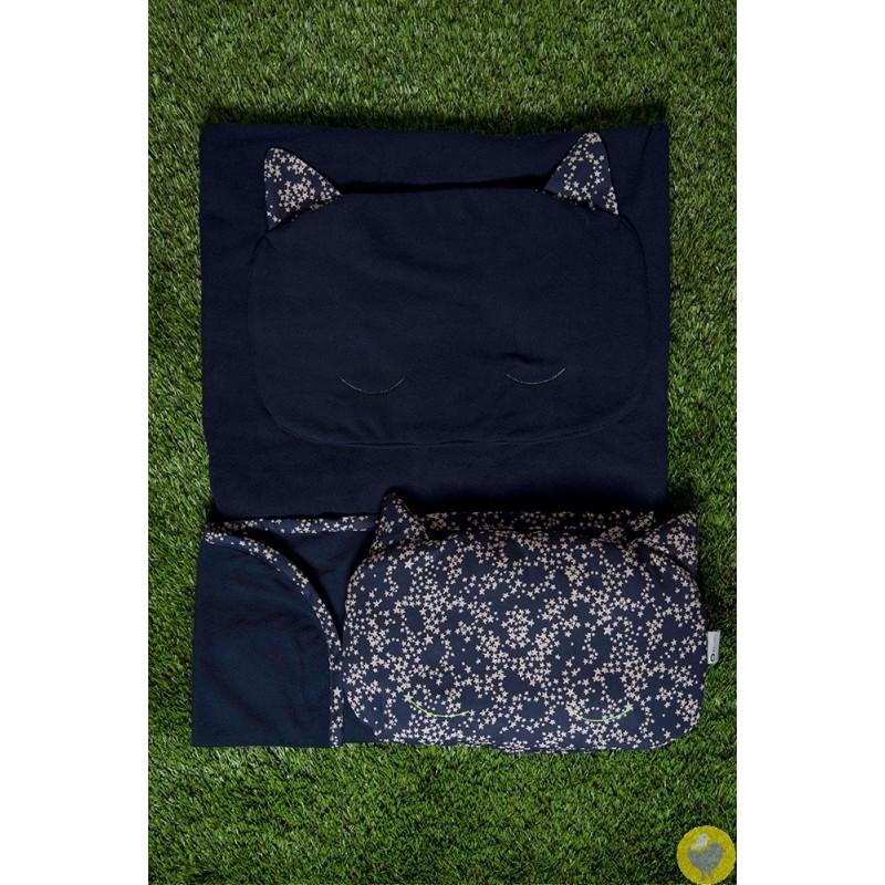 couverture et oreiller chat - sieste à la maternelle