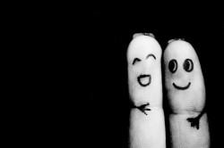 personnages doigts joyeux