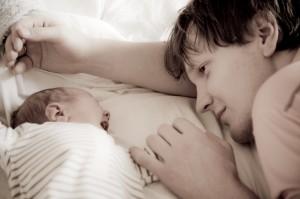 bébé nouveau-né et son papa