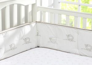 lit de bébé vide