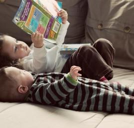 l'intérêt de lire des livres aux petits