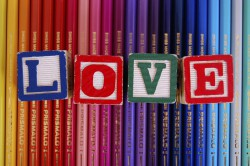 crayons de couleurs cube love - comment les parents choisissent les prénoms