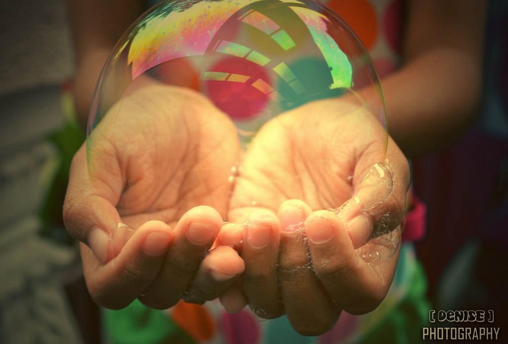 mains bulle de savon
