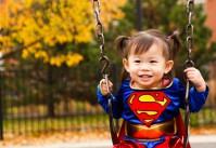 fillette Supegirl - la vie avec un jeune enfant handicapé