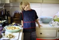Enfant qui cuisine