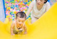 enfant jeu toboggan piscine à balles photos