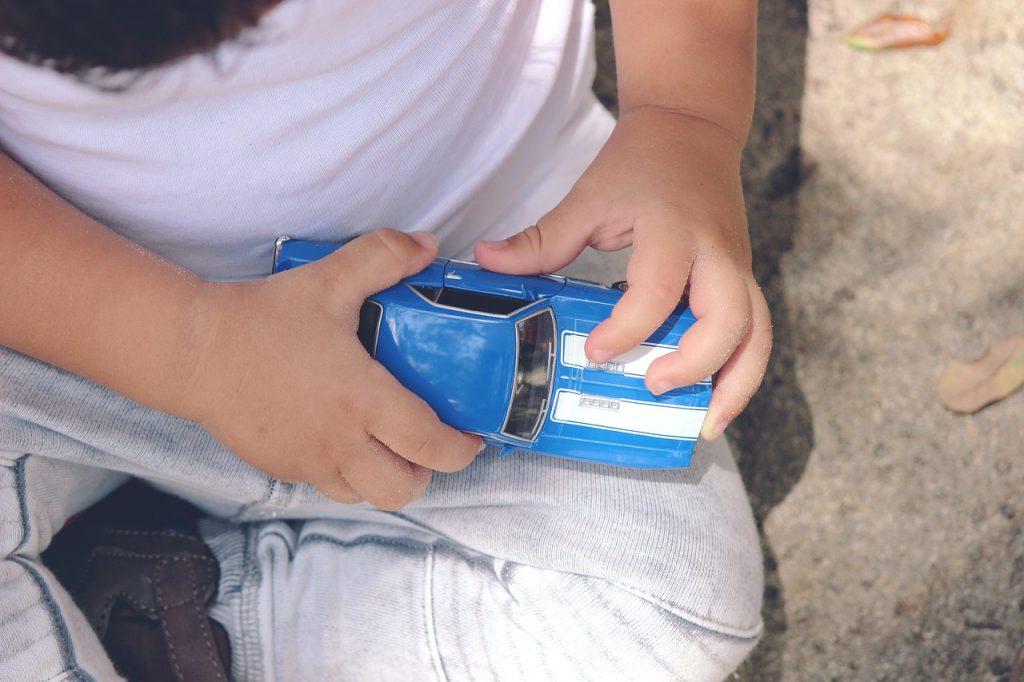bebe en voiture