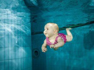 Bebe sous l'eau