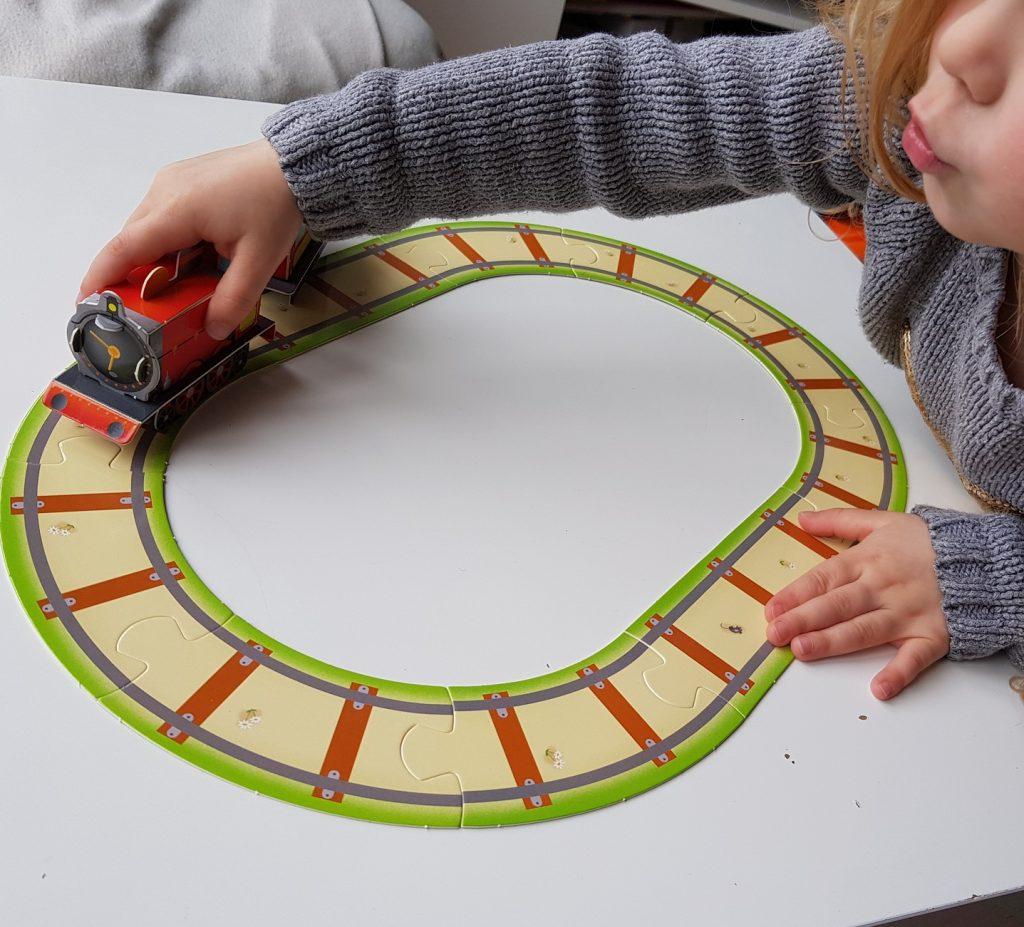 """J'ai testé pour toi : """"Le train - Une aventure à construire"""" des Éditions de Saxe"""