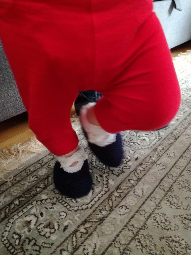 """DIY chaussons en tricot, avec tutoriel du livre """"Ma première layette au tricot"""" des Editions de Saxe"""
