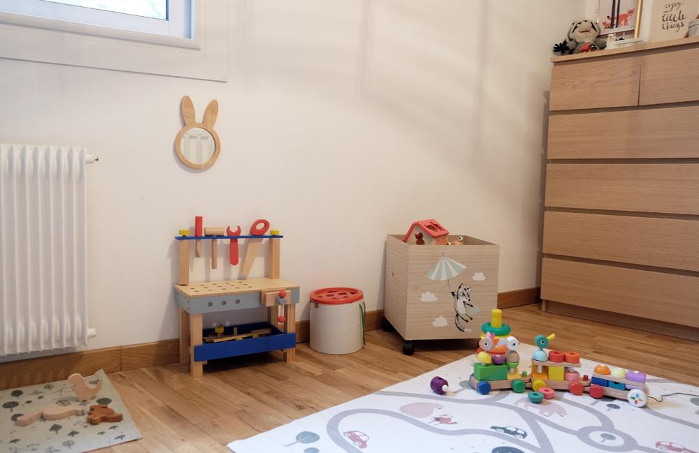 Une chambre de bébé sur le thème forêt